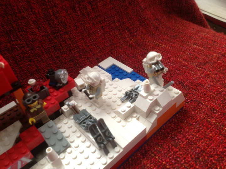 LEGO MOC - Because we can! - First expedition of NS Arktika to the North: На 3 фотографии Северный Полюс .