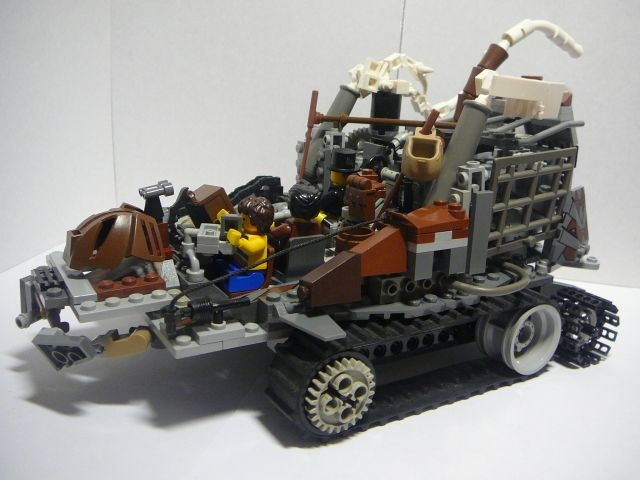 LEGO MOC - Steampunk Machine - Steampunk moving platform: С левой стороны: