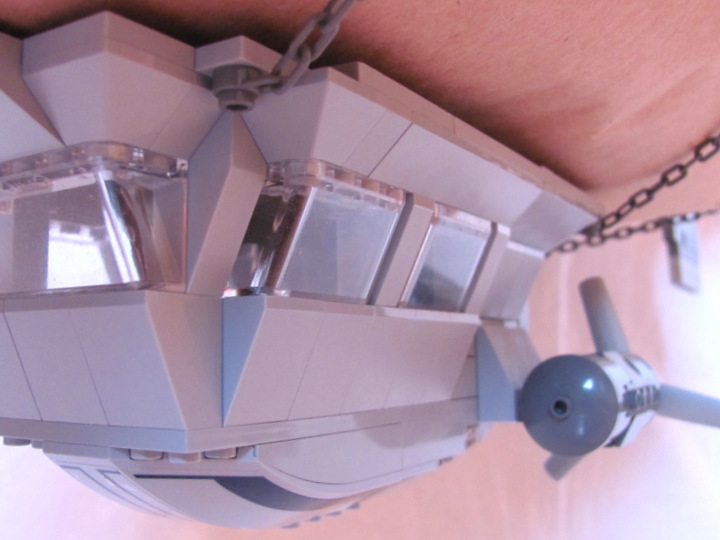LEGO MOC - Mini-contest 'Zeppelin Battle' - Postman (Dirigible): We have a super-power-engine to pull us:<br />