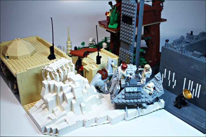 LEGO MOC - New Year's Brick 2014 - Встреча Нового года в далекой-далекой галактике...: На Хоте парочка повстанцев встречает Новый год на... кабине имперского шагохода АТ-АТ!