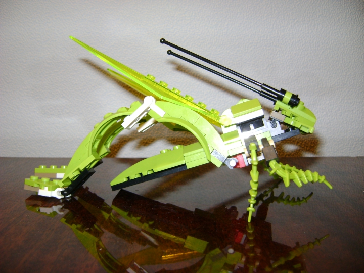 LEGO MOC - 16x16: Animals - Grasshopper: Вид сбоку