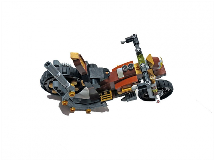 LEGO MOC - Mini-contest 'Lego Technic Motorcycles' - SteamBike 'AnSign': Компоновка байка схожа с современными моделями. Основной паровой котел находится на привычном месте бензобака.