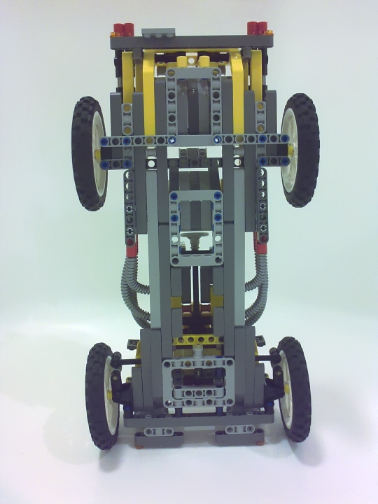 LEGO MOC - Technic-contest 'Car' - Retro Racer: Жёсткая рамная конструкция.